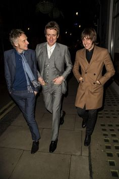 Street gentlemen a passeggio: Paul Weller, Bradley Wiggins e Miles Kane 60s Mod Fashion, Mens Fashion, Mod Suits, Mod Hair, Bradley Wiggins, Tailor Made Suits, Paul Weller, Skinhead, Fashion Night