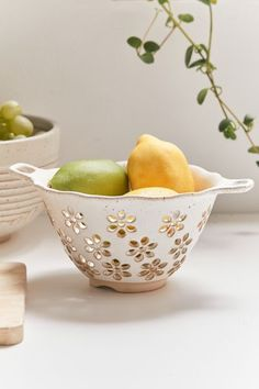 Daisy Ceramic Colander | Urban Outfitters Urban Outfitters Home, Divider Screen, Grand Marnier, Dinnerware Sets, Flatware Set, Cutlery, Ceramic Pottery, Pottery Pots, Ceramic Tableware