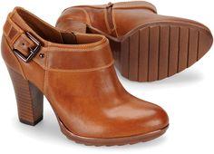 "sofft ""willa"" .. this brand of foot fits my flintstone feet like a glove .. like them a lot <3L"