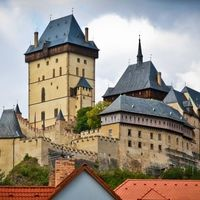 A half-day trip to the Gothic royal castle Karlštejn and the gorgeous Velká Amerika canyon, with a visit to the traditional Nižbor glassworks. Enjoy a three course tasting lunch in charming restaurant!