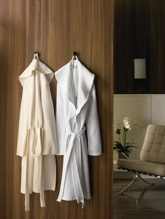 Nothing complements your zen like feeling after a relaxed bath than a plush robe. Say no to commonplace threadbare bathrobes and choose something that engulfs you in luxury!