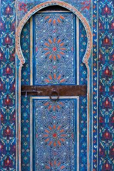Beautifully painted doors from Dar Tazi and Dar Mokri two restored palaces in Fès Morocco Morrocan Doors, Moroccan Stencil, Cool Doors, Unique Doors, Tiny House Design, Painted Doors, Windows And Doors, Bellisima, Interior Design Living Room