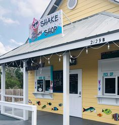 Photo Gallery | Ice Cream, Donuts, Drinks and Fun | Blue Mountain Beach Creamery