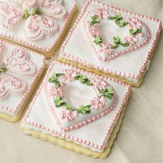 How to scratch pipe on a tufted open heart cookie video. ☀CQ #southern #recipes