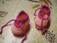 Bild0011 Knitted Booties, Knit Boots, Baby Knitting, Crochet Baby, Knit Crochet, Bebe Baby, Doll Shoes, Diy Doll, Knitting Projects