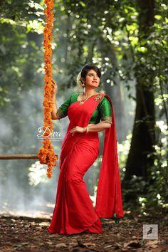 Kerala Engagement Dress, Engagement Saree, Engagement Dresses, Indian Photoshoot, Saree Photoshoot, Bridal Photoshoot, Indian Wedding Couple Photography, Bridal Photography, Bridal Portrait Poses