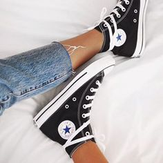 Converse Chuck Taylor All Star High Top Sneaker Converse All Star, Converse Black Sneakers, Moda Sneakers, All Star Shoes, Best Sneakers, Sneakers Fashion, Fashion Shoes, Converse Shoes Outfit, Converse Fashion