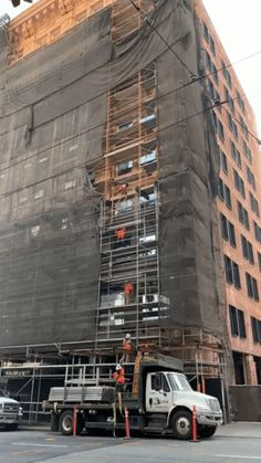 How to disassemble commercial scaffolding the OSHA way Safety Fail, Scaffolding, Waiting, Funny Pictures, Commercial, Shit Happens, Safety, Funny Pics, Fanny Pics