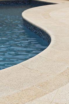 Atérmica Fendi #piso #design #arquitetura #castelatto #decor #decoração #sofisticacao #textura #inovacao #areaexterna #piscina #piscinadiferente #top #floor #pool #swimmingpool #areaexternal #topoftheday #zonaexterior #exterior #outdoorarea # athermalfloors #pisosatermicos #pisoquenaoaquece #naoaquece #conforto #piscinas