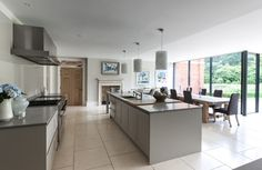 Timeless - transitional - Kitchen - London - Mowlem & Co