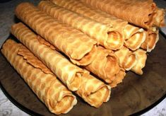 Recept Vafel'nye trubochki vkusno Russian Desserts, Russian Recipes, Hot Dog Buns, Hot Dogs, Nye, Sausage, Sweets, Bread, Cooking
