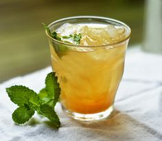Té verde helado con jengibre y limón. 1/4 onza e te vde, de jugo de limón, miel de granada, animense¡¡