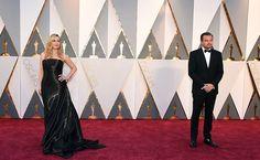 Leonardo DiCaprio e Kate Winslet posam juntos no tapete vermelho