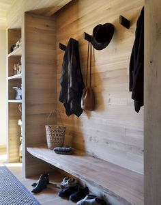 New Ideas House Interior Design Rustic Laundry Rooms Hudson Woods, Rustic Laundry Rooms, Entryway Organization, Cottage In The Woods, Natural Interior, Modern Cottage, Built In Bench, Greenwich Village, House Entrance