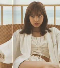 See all Lisa HQ scan photos below from BLACKPINK Summer Diary 2019 in Hawaii. She looks so charming and attractive in these outfit Jennie Blackpink, Blackpink Lisa, Yg Entertainment, South Korean Girls, Korean Girl Groups, K Pop, Jenny Kim, Lisa Black Pink, Rapper