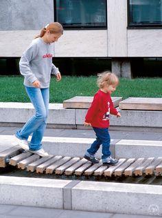 Richter Spielgeräte: Playing in urban areas