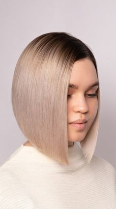 A stacked bob is a super trendy look. To show you how gorgeous these bobs are, we have put together 43 of the best stacked bob haircuts to inspire you. @demetriusschool_eng Stacked Bob Hairstyles, Bob Haircuts, Latest Hairstyles, Summer Hairstyles, Graduated Bob, Stacked Bobs, Trending Haircuts, Hair Type, Hair Cuts