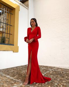 fashion_trendystyle on Insta Web Viewer Warm Dresses, Elegant Dresses, Nice Dresses, Formal Wedding Guests, Fiesta Outfit, Dresses To Wear To A Wedding, Formal Gowns, Silk Dress, Party Dress