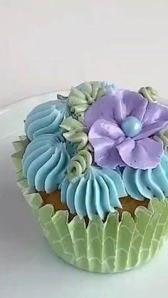 Beautifil cupcakes designed with different style Cupcakes Design, Cake Designs, Cupcake Icing Designs, Cake Decorating For Beginners, Cake Decorating Videos, Decorating Ideas, Decor Ideas, Deco Cupcake, Cupcake Cakes