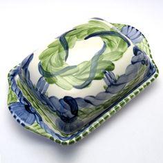 Alle Dosen der Familie VertBleu! Die Grün-Blaue Designfamilie von Unikat-Keramik. Das wohl einzigartigste Keramik Geschirr der Welt! Butter Dish, Serving Bowls, Tableware, Design, Blue Green, Dishes, World, Dinnerware, Design Comics