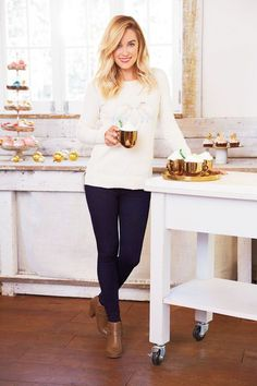Conrad Shows Us What She'll Be Wearing For Christmas Lauren Conrad For Kohl's Holiday 2015 Collection - love this classy look!Lauren Conrad For Kohl's Holiday 2015 Collection - love this classy look! Lauren Conrad Kohls, Lauren Conrad Hair, Lauren Conrad Style, How To Look Classy, Look Chic, Outfit Invierno, Shooting Photo, Look Fashion, Fashion Outfits