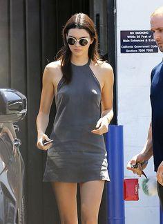 Kendall Jenner Shows Nipples Going Braless In Sexy Sun Dress Khloe Kardashian, Robert Kardashian, Kardashian Kollection, Kendall Jenner Photos, Kendall Jenner Outfits, Le Style Du Jenner, Magazine Mode, Kris Jenner, Kanye West