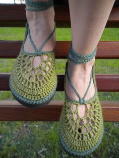 I really want to make me some crochet shoes sometime...