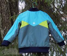 Курточка из 4/2013, мод. 17. На реальный рост 117 брала 122 размер.  Верх - дюспа трех цветов, в качестве утеплителя флис-махра, закрытая полиэфирной подкладочной.