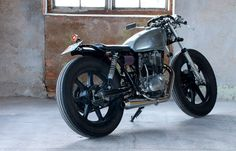 Cafe Racer Special: Yamaha SR 400 Bobber by recyclemotorcycle