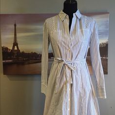 Banana Republic striped cotton shirtdress A lovely silhouette, this dress is perfect for work and play. Dress falls just below the knee, has a tie waist and includes adjustable slip lining. 100% cotton. Worn three times, in great condition. Banana Republic Dresses Midi