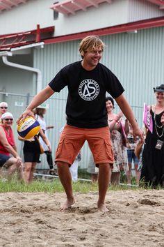 Iskelmän joukkue ja Neljänsuora pelasivat perinteisen lentopallo-ottelunsa Gym Men, Sporty, Running, Style, Fashion, Racing, Swag, Moda, Stylus