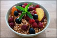 Domáce müsli / Homemade muesli - free tutorial Acai Bowl, Oatmeal, Breakfast, Free, Acai Berry Bowl, The Oatmeal, Morning Coffee, Rolled Oats, Overnight Oatmeal