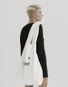 Discover recipes, home ideas, style inspiration and other ideas to try. Japan Bag, Iranian Women Fashion, Linen Bag, Simple Bags, Fabric Bags, Cotton Bag, Textiles, Bag Accessories, Tote Bag