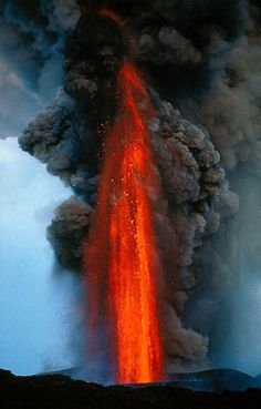 Lava fountain of Mt Etna above Catania, Sicily Natural Phenomena, Natural Disasters, Mother Earth, Mother Nature, Volcan Eruption, Erupting Volcano, Lava Flow, Tornados, Wild Nature