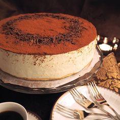 Tiramisunmakuinen suukkokakku kruunaa juhlapöydän | Kulinaari Cake Recipes, Dessert Recipes, Takana, Breakfast Cake, Piece Of Cakes, Sweet Desserts, Cheesecakes, Eat Cake, Tiramisu