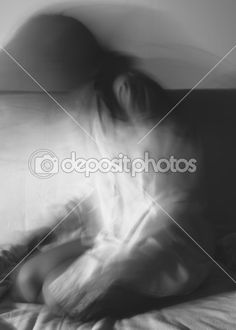 Silhouette of a girl,motion blur.Black and white. — Стоковое изображение #39908273