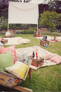 that'd be a fun get-together...movie night on the lawn....don't think you'd find any green grass like that in TX. I guess you could have it imported.
