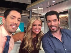 Don't miss Entertainment Tonight this evening, as Jonathan Silver Scott and I are giving Nancy O'Dell the inside scoop on our upcoming HGTV Property Brothers special that will be airing in November! http://www.thescottbrothers.com/events/
