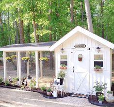 Chicken Coop Garden, Cute Chicken Coops, Chicken Shed, Diy Chicken Coop Plans, Chicken Coup, Chicken Coop Designs, Chicken Feeders, Chicken Houses, Backyard Farming