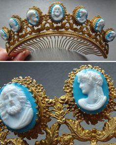 Tiara da Imperatriz Josephine, feita por volta de 1860, com motivos gregos.