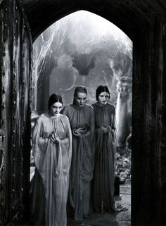 "Brides of Dracula from Dracula dir. Tod Browning Bowie, Diamond Dogs-""Dressed like a creep you was. Dorothy Tree, Geraldine Dvorak and Cornelia Thaw played Dracula's brides. Tribute, Classic Horror Movies, Gothic Movies, Famous Monsters, Scary Monsters, Gothic Horror, Sexy Horror, Horror Pics, Horror Art"