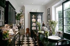gorgeous black and white kitchen