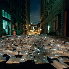 """Intimate public spaces that encourage reading"" - Creation of the Spanish art collective Luzinterruptus"