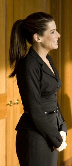 Sandra Bullock in The Proposal Stunningly Beautiful, Most Beautiful Women, Sandro, Look Urban Chic, Virginia, Bionic Woman, Business Outfits, Classy Women, Pretty Woman