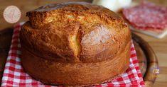 La crescia al formaggio di Pasqua una ricetta perfetta da accompagnare a salumi e formaggi per il giorno di Pasqua o Pasquetta.