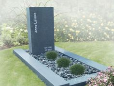 Grafmonument eenvoudig en modern foto 1 Cemetery Monuments, Cemetery Art, Tombstone Designs, Grave Headstones, Cemetery Decorations, Memorial Cards, Garden Planters, Backyard Landscaping, Modern Design
