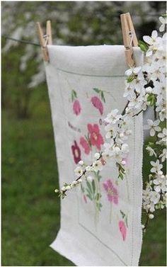 Pink Garden, Summer Garden, Spring Home, Spring Day, Hello Spring, Pink Geranium, Farm Photography, Apple Theme, Pastel