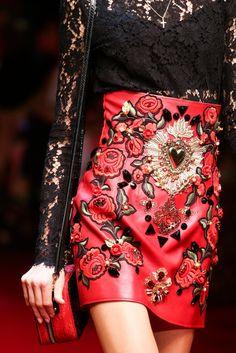 Womens Fashion - The complete Dolce & Gabbana Spring 2015 Ready-to-Wear fashion show now on Vogue Runway. Couture Mode, Couture Fashion, Runway Fashion, High Fashion, Fashion Show, Fashion Looks, Fashion Outfits, Womens Fashion, Fashion Trends