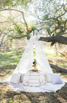 Bohemian Picnic Set Up, Peterson Design & Photography — SoCal Wedding Photographers Photography Mini Sessions, Photo Sessions, Picnic Set, Picnic Ideas, Beach Picnic, Picnic Birthday, Romantic Picnics, Romantic Dinners, Spring Photos