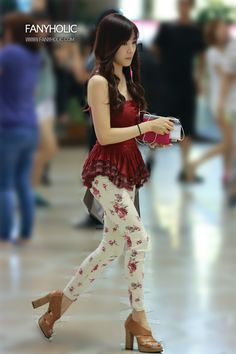 http://okpopgirls.rebzombie.com/wp-content/uploads/2013/08/SNSD-Tiffany-airport-fashion-August-6-3-5.jpg